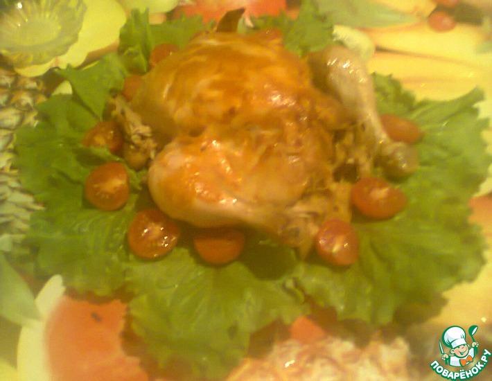 Рецепт: Запечёная курочка с яблоками с золотистой корочкой