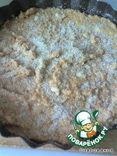 Массу выложить в смазанную и посыпанную сухарями форму, сверху посыпать сухарями, выпечь.