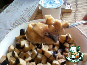 1. Beat the eggs with salt and pepper, add eggplant with skin, diced (about the size of small mushrooms). Soak in egg mixture for 15 minutes.