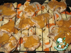 В горчицу добавить воду, размешать. Смазать ей кусочки курицы.   Готовить в духовке до готовности картофеля.