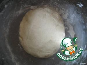 заместить крутое тесто и убрать его в холодильник примерно на час