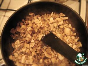 Затем поджариваем в небольшом количестве растительного масла до испарения большей части жидкости.