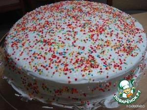 Моя фантазия ограничилась кондитерским конфетти.   Вот и готов наш незатейливый бисквит-торт! Вкусный, нежный, мягкий.