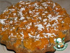 Достать готовый пирог, положить на него тарелку и перевернуть.   Остывший перевeртыш хорошенько посыпать сахарной пудрой.