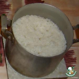 Немного риса нужно нам и мы отварим,   Не забывая воду подсолить.