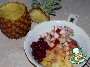 The pineapple and nectarine cut into cubes, add the cherries (without stones). I have here these https://www.povarenok.ru/recipes/show/29206/.