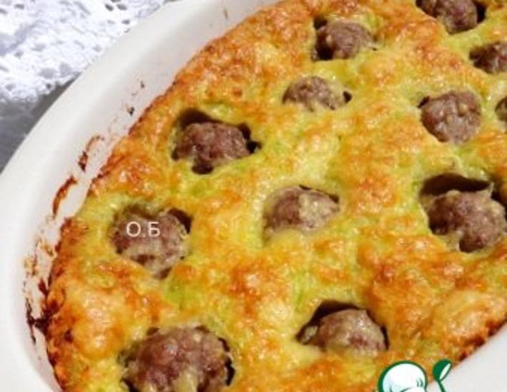 Рецепт: Пирог из кабачков с фрикадельками