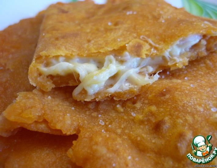 Рецепт: Лепешки с сырной начинкой