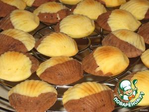 Готовое печенье сразу вытряхнуть из формочек и остудить на решетке или салфетке.