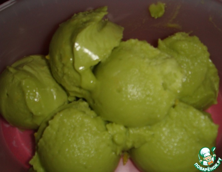Рецепт: Лимонное мороженое из авокадо без сахара