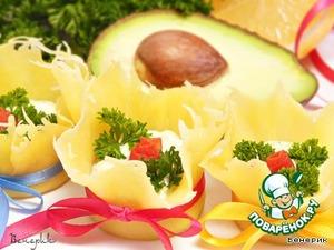Рецепт: Сырные тарталетки с авокадно-творожной начинкой