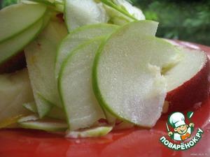 Apple, pear, strawberries cut into slices.  Lettuce to break it.