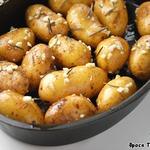 Картофель, запеченный в чесночном масле с розмарином