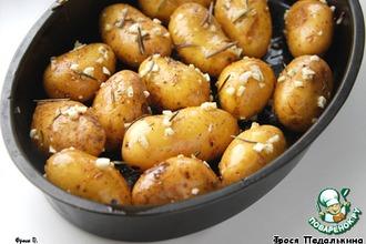 Рецепт: Картофель, запеченный в чесночном масле с розмарином