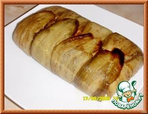 Оставила до следующего дня. Открыть верхнюю пленку, положить сверху блюдо и перевернуть, снять пленку. Подавать нарезанными ломтями с поджаренным хлебом.