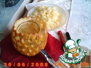 В стакан положить свечу, оформить шляпкой, края украсить кусочками от дыни (остатки от вырезания).