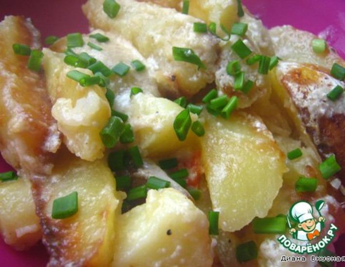 Рецепт: Картошечка под сметанно-сырным соусом