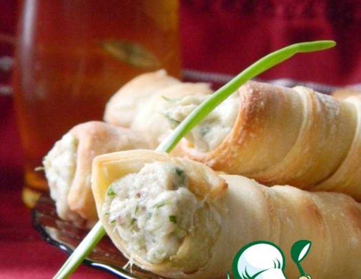 Рецепт: Слоеные трубочки с селедочной массой