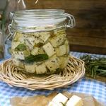 Сыр в прованском масле
