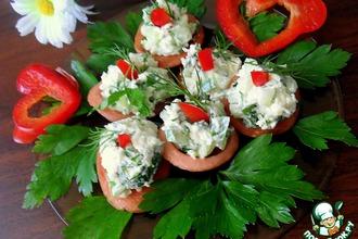 Рецепт: Колбасные тарелочки с салатом