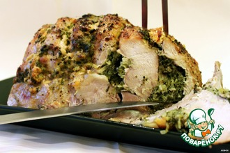Рецепт: Свинина, запеченная со шпинатом, луком и яблоками