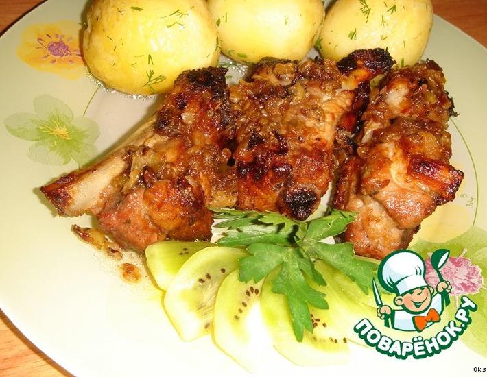 Рецепт: Свиные ребрышки в маринаде из киви