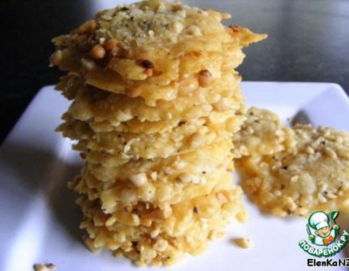 Рецепт: Пармезановые пластинки с кедровыми орешками