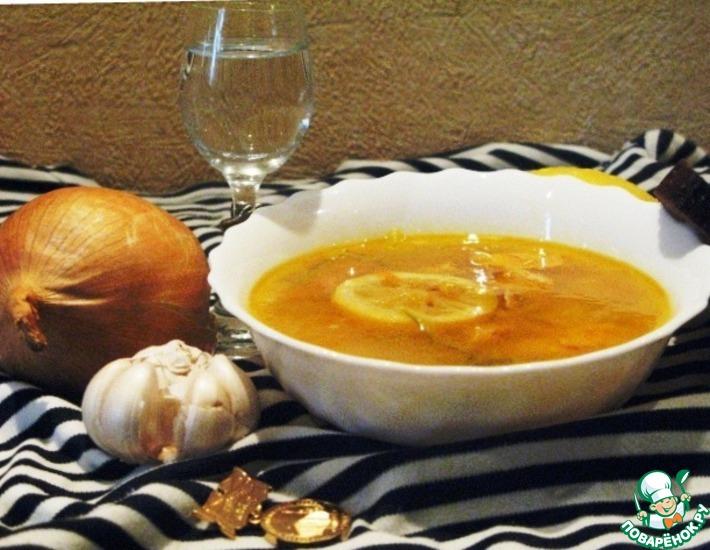 Рецепт: Солянка из горбуши с лимоном и каперсами