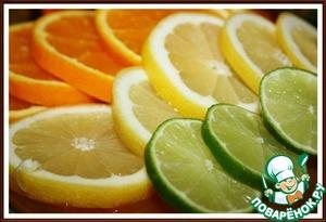 5. Апельсин, лимон и лайм нарезать на тонкие колёсики.
