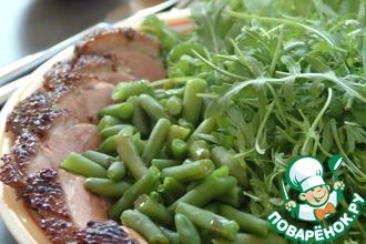 Рецепт: Салат из утки со стручковой фасолью и рукколой