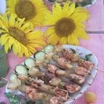 Шашлык из семги с ананасом и виноградом