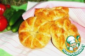 Рецепт: Булочки-лепёшки с сыром, луком и зеленью