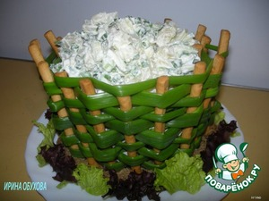 Onion basket with potato salad