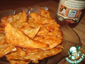 Pita chips with sweet and sour sauce
