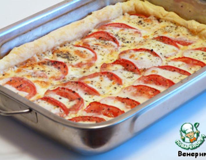 Рецепт: Слоеный пирог с моцареллой и помидорами