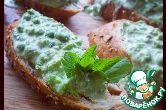 Рецепт: Брускетта с зеленым горошком и мятой
