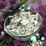 Салат с огурцами, горошком и яйцами