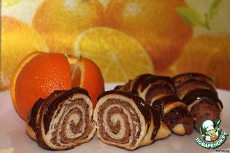 Рецепт: Сдобные рогалики с какао и орехо-маковой начинкой