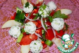 Рецепт: Овощной салат с творожно-огуречными шариками и грушей