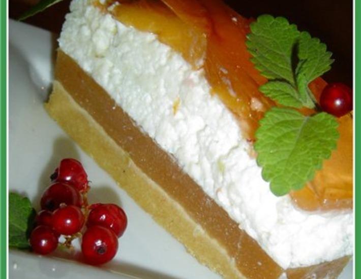 Рецепт: Десертный торт с йогуртом и персиками