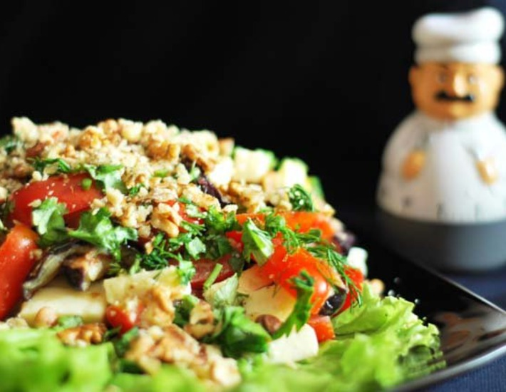 Рецепт: Тeплый салат с баклажанами Готовим вместе