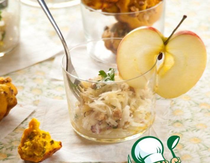 Рецепт: Салат Нежный кальмар с яблоком