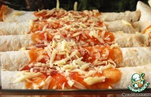Полить сверху томатным соусом и посыпать тертым сыром.   Запекать 10 минут при температуре 220 гр. или пока сыр не расплавится.   Муж - любитель остренького высоко оценил мои старания!))