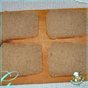 Хлеб освободить от корочки.