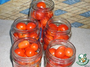 Small tomatoes to pierce in several places with a wooden toothpick, spread along the banks.