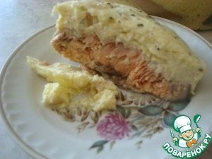 Scrambled eggs with salmon in a steamer