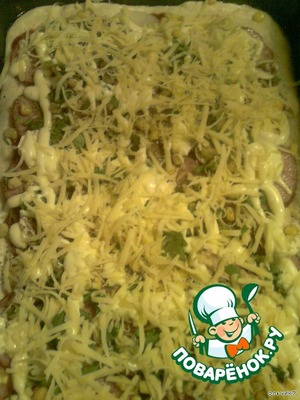 Apply a thin layer of mayonnaise and sprinkle with grated cheese.