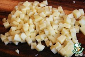 Также кубиками порезать картофель.