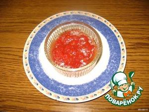Готовим соус:   Натереть на крупной терке помидор. Добавить   оливковое масло, лимон. сок, соль, аджику по   вкусу.    Сварить яйцо вкрутую.