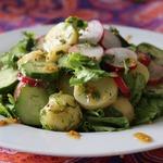Салат с молодым картофелем и овощами